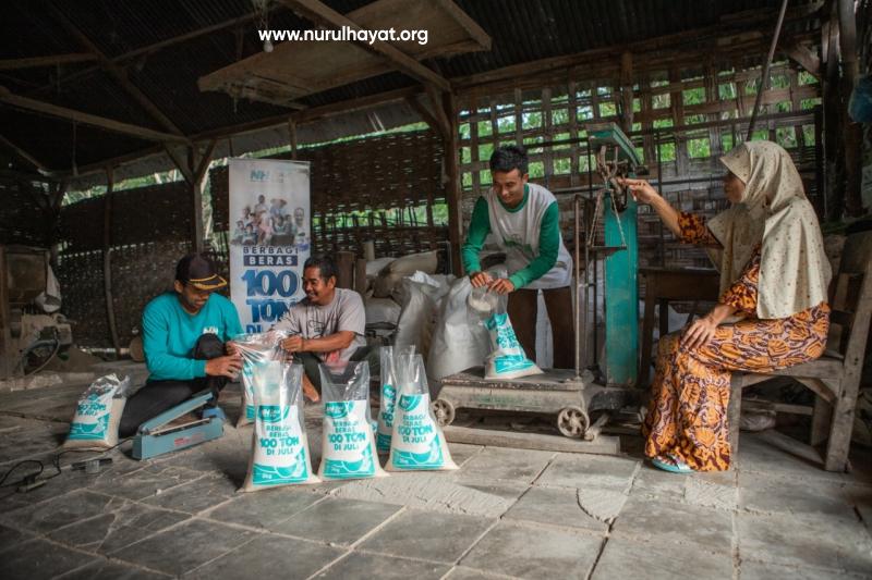 Berbagi beras 100 ton di Juli