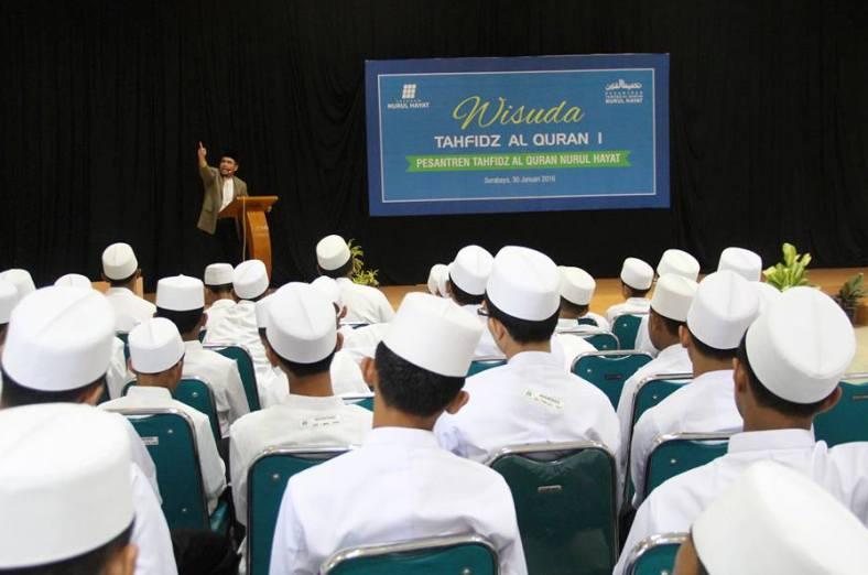 Nurul Hayat Gelar Wisuda Para Penghafal Qur?an