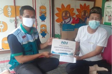 NH Zakatkita Bantu Biaya Pengobatan Guru Ngaji