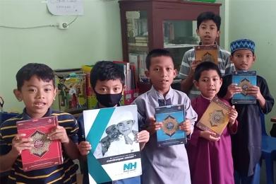 Wakaf Qur'an Untuk Santri Tahfidz