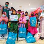 50 Anak Yatim Serbu Ramayana Gresik